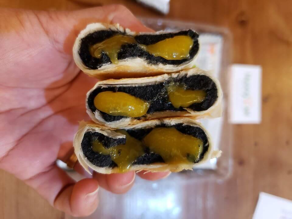 Bánh pía kim sa mè đen trứng tan chảy 500g